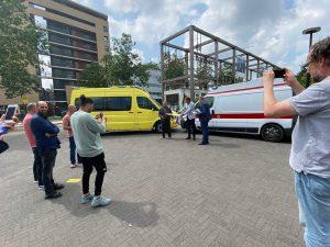Overhandiging ambulances aan wethouder Kuipers